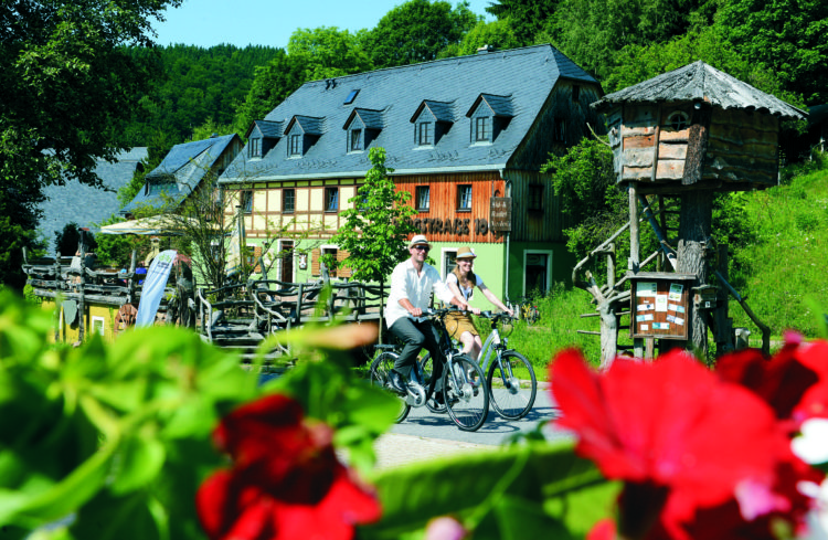 Elektrofahhräder an der Bergstraße 10 von Alexander und Sindy Richter © Detlev Müller